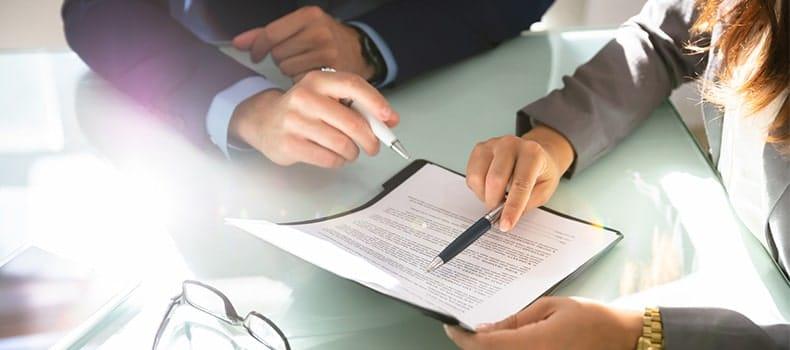 Signature contrat court