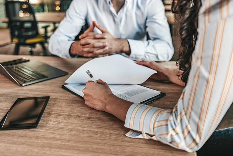 La protection des travailleurs des plateformes digitales suscite des débats