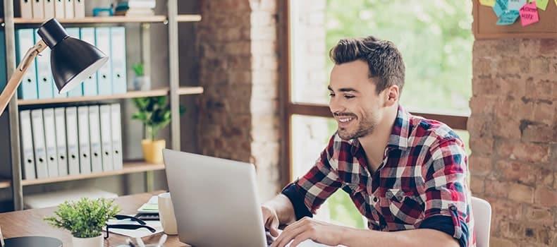 Devenir travailleur indépendant, une option qui tente malgré des inquiétudes